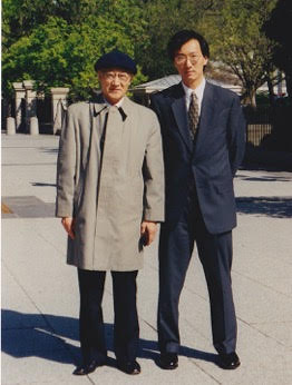 Ken Ono with his father, Takashi Ono, in front of the White House just before the ceremony during which he received the Presidential Early Career Award in Science and Engineering in 2000. courtesy Ken Ono