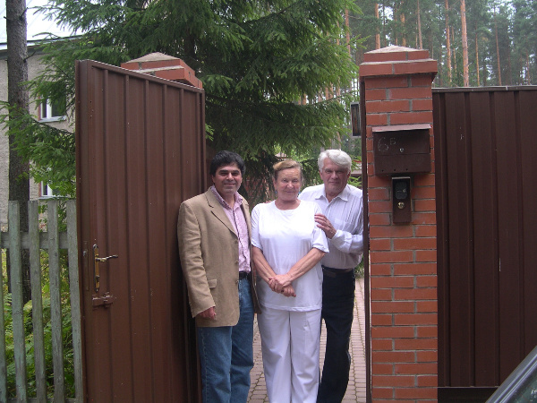 Takhtajan with Faddeev and his wife Anna Veselova in Komarovo in 2006 courtesy Leon Takhtajan