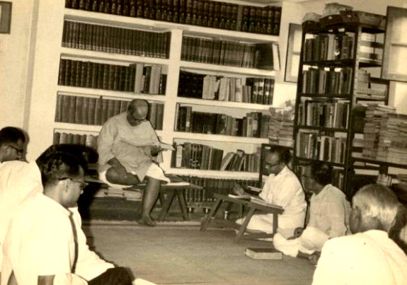 DVG (sitting on the raised seat) at the Gokhale Institute of Public Affairs courtesy Gokhale Institute of Public Affairs