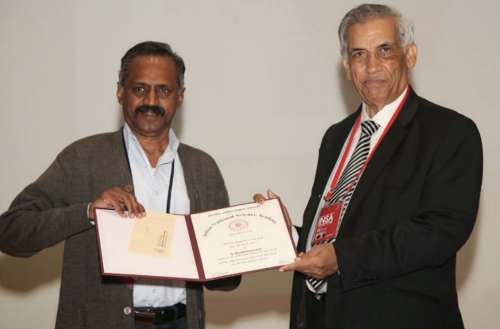 Kumaresan receiving the INSA Teachers Award, 2013