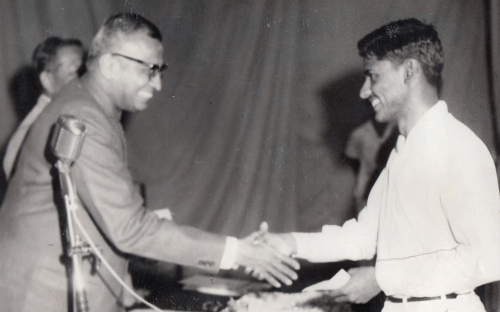 Receiving the Institution of Engineers Award from the Union Minister of Education, in 1968 courtesyK.R. Sreenivasan