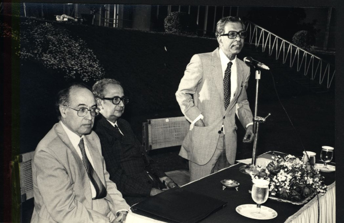 (From right to left): MSN, B.V. Sreekantan and Michael Atiyah TIFR Archives